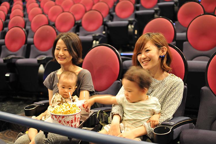 赤ちゃんと一緒に入れる ママズクラブシアター || TOHOシネマズ