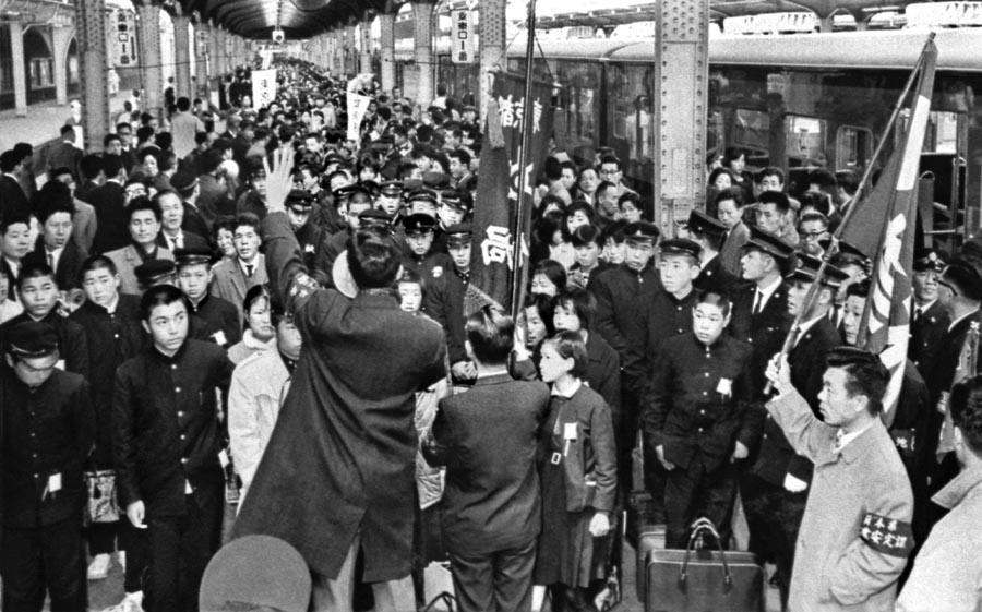 上野駅(集団就職) | 写真展 東京の半世紀 -定点観測者としての通信社- 主催|公益財団法人 新聞通信調査会