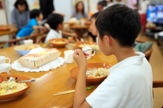 「子ども食堂」全国に300カ所 開設急増、半数が無料:朝日新聞デジタル