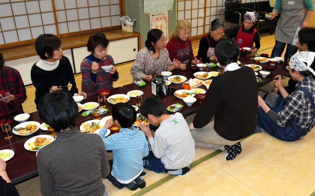 おなかすいたら、おいで 孤食防止へ安価なこども食堂:朝日新聞デジタル